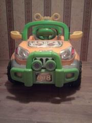 Детский электромобиль. С пультом управления и ремнями безопасности.
