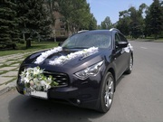 Авто на свадьбу Infiniti с украшениями