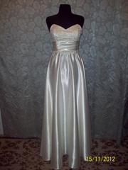 Продам женские вечерние платья