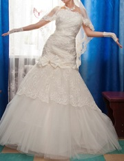 Очень красивое свадебное платье цвета айвори.