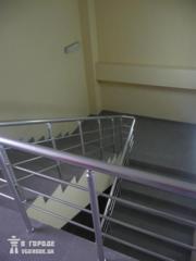 Стройматериалы и конструкции >> Ступеньки,  перила,  лестницы >>